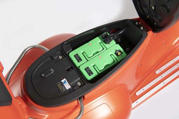 e-ros mit 2x 20Ah-Batterien für 80 km Reichweite Elektro Roller Mattorange E-LEVEN Mobility Solutions