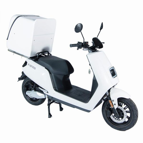 e-xpress Delivery / Liefer Scooter / Roller mit 113-liter-Cargo-Box weiß / perspektive-front - E-LEVEN Mobility Solutions