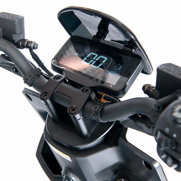 e-xtra Scooter / Roller weiß / Digital-Tacho-Detail mit Fahrmodi-Anzeige - E-LEVEN Mobility Solutions