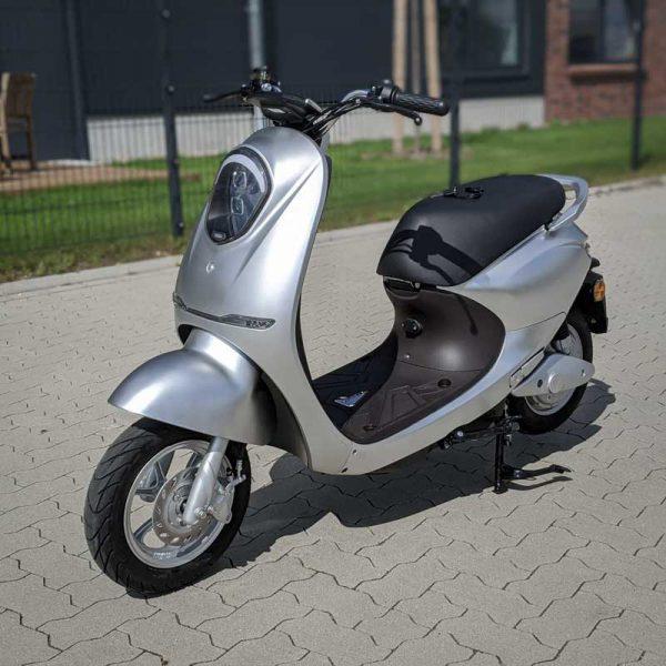 Yadea C-umi Silber Front-Ansicht E-LEVEN mobility solutions Stuttgart