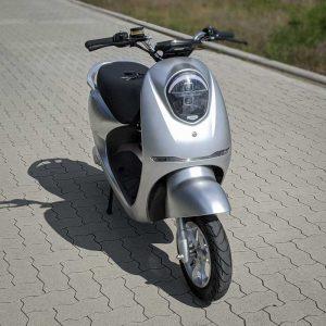 Yadea C-umi Silber Front E-LEVEN mobility solutions Stuttgart