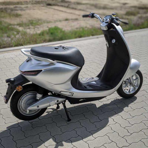 Yadea C-umi Silber Rückansicht E-LEVEN mobility solutions Stuttgart