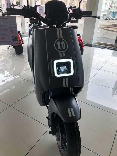 Wunschzahl mit Streifen in Mattweiß E-LEVEN mobility solutions